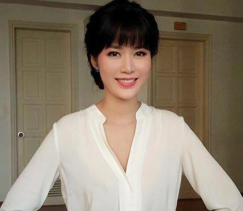 11 quyen sach goi dau giuong cua Hoa hau Thu Thuy hinh anh