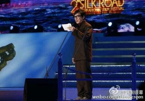 Thanh Long trao giai cho 'Toi thay hoa vang tren co xanh' hinh anh