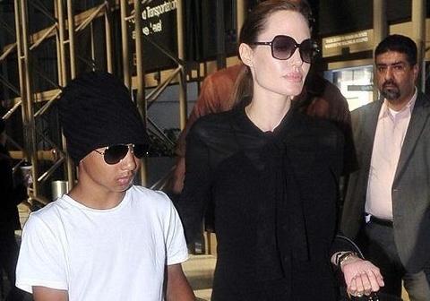 Angelina Jolie dang o Campuchia dao dien phim ve Khmer Do hinh anh