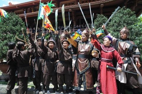 Nhung tranh cai quanh chuyen vay ao trong phim co trang Viet hinh anh 6
