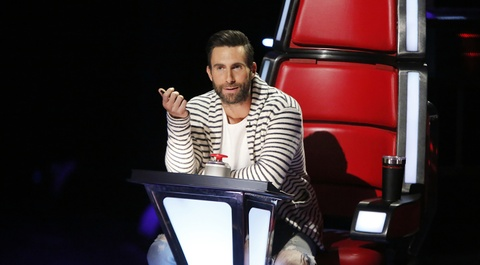 Adam Levine bo ghe nong The Voice vi Blake Shelton hinh anh