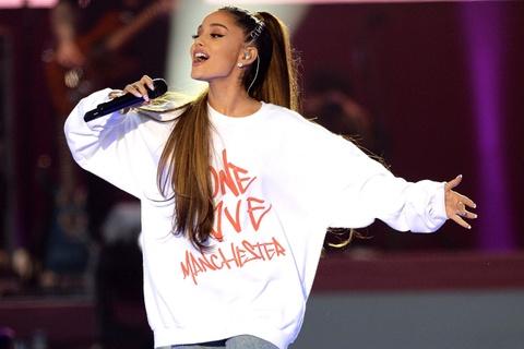 Ariana Grande - ngoi sao phan khang truoc toi ac khung bo hinh anh 1