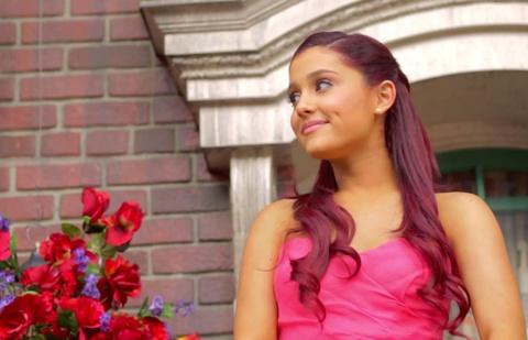 Ariana Grande - ngoi sao phan khang truoc toi ac khung bo hinh anh 2