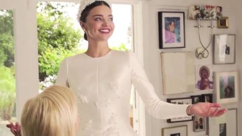 Miranda Kerr thu vay cuoi Dior hinh anh