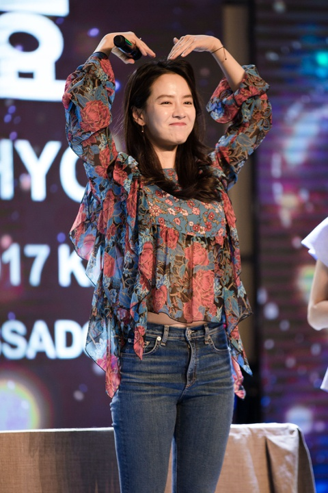 Khoanh khac than thien cua Song Ji Hyo voi fan Viet hinh anh 6