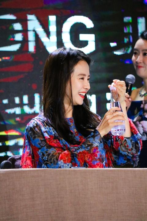Khoanh khac than thien cua Song Ji Hyo voi fan Viet hinh anh 11