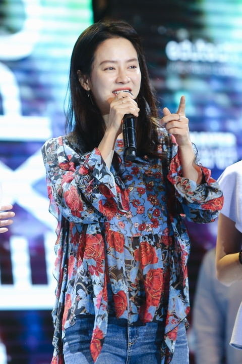 Khoanh khac than thien cua Song Ji Hyo voi fan Viet hinh anh 3