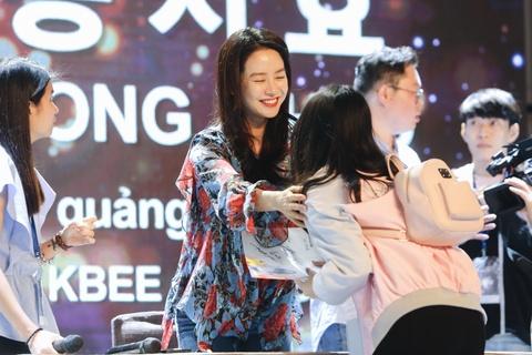 Khoanh khac than thien cua Song Ji Hyo voi fan Viet hinh anh 7