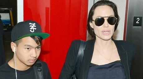 Angelina Jolie dua con trai Maddox sang Han Quoc nhap hoc hinh anh