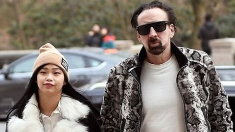 Nicolas Cage yeu ban gai kem 30 tuoi hinh anh