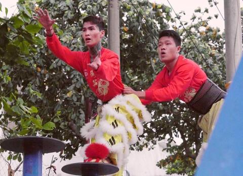 Chuyen 'may thang mua lan theo dam giang ho' o Sai Gon hinh anh