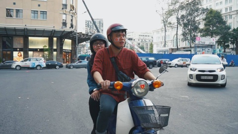 An gi quanh pho di bo Nguyen Hue de co vu Viet Nam hinh anh