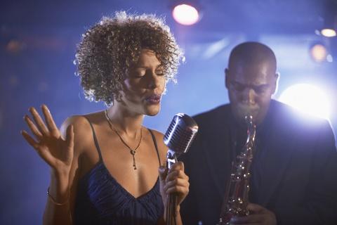 'Giong ca jazz' thang hoa trong dem dien Tran Manh Tuan hinh anh