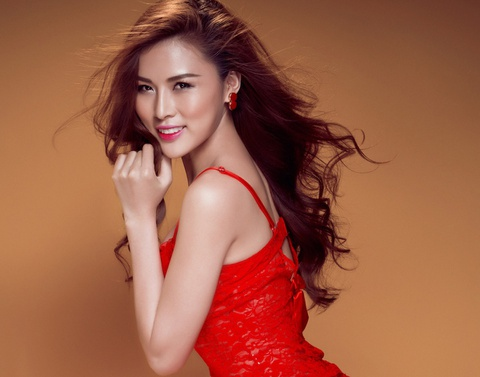 Hoa hau Kim Yen 'thoi bung' Giang sinh voi bikini hinh anh