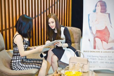 Angela Phuong Trinh cham soc sac dep cung Ruco Spa hinh anh