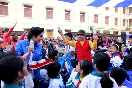 Xuan Bac- Ngoc Han mang 'dong am' den Thai Binh hinh anh