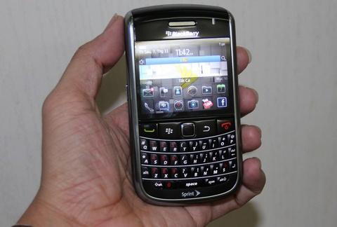 Danh gia Blackberry 9650 co loa dam thoai to, ro hinh anh