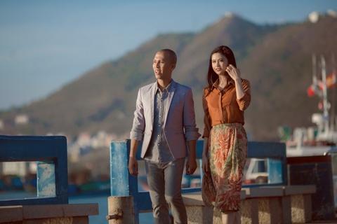 Truong Quynh Anh lang man ben Minh Tam Bui trong MV moi hinh anh