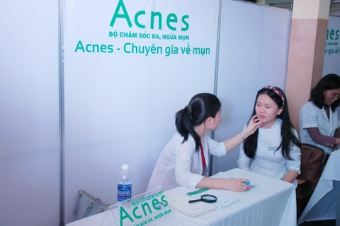Acnes to chuc chuong trinh 'Cham soc da hoc duong 2015' hinh anh