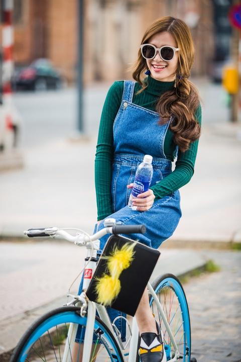Doc ca tinh cua sao Viet qua phong cach thoi trang hinh anh 6 Với trang phục thường ngày, cô yêu thích các sản phẩm có thiết kế thoải mái.