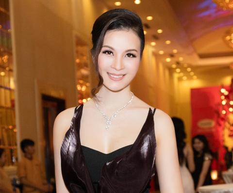 MC Thanh Mai dien trang suc kim cuong cua NTK Ngoc Doan hinh anh