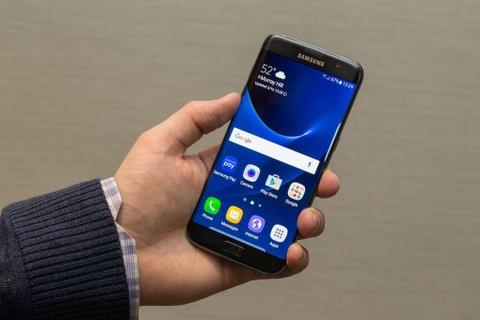 Uu dai dac biet cho tin do Galaxy S7 vao ngay dau mo ban hinh anh