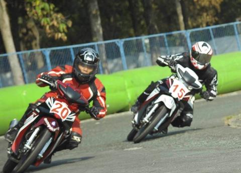 Honda Viet Nam day manh dua xe the thao trong nam 2016 hinh anh