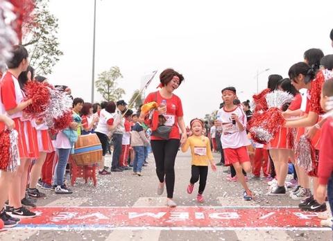 Edurun: Hon 10.000 nguoi gop quy xay truong tai Quang Tri hinh anh