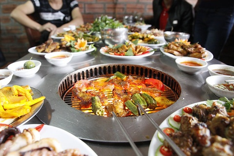 Tiec buffet 129.000 dong mung quan Nhang Nuong 10 tuoi hinh anh
