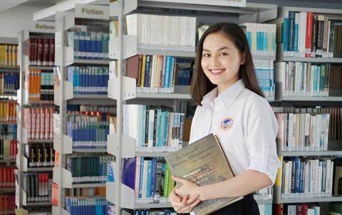 Khoi dong chuong trinh tang sach 'SIU Bookies 2016' hinh anh