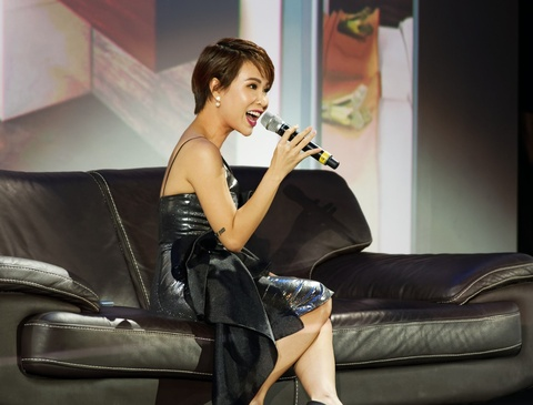 Hoang Thuy Linh, Uyen Linh khuay dong 'Cocobay Experience' hinh anh