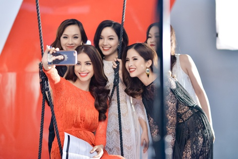 Ha Anh, Pham Huong, Lilly Nguyen huong dan dan em tao dang hinh anh 3