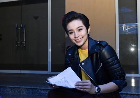 Dong Nhi cung tro cung Hello Yellow nhang nhit o hau truong hinh anh 6