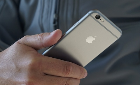 Hang loat iPhone doi cu giam gia don iPhone 7 hinh anh