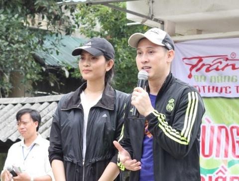 Am thuc Tran Da Nang tang 300 trieu dong cho ba con vung lu hinh anh