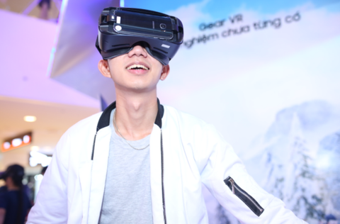 Tro thanh cao thu truot tuyet voi Samsung Gear VR hinh anh