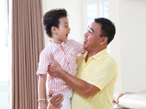 Gia dinh Quyen Linh: No luc gan con tu nhung viec nho hinh anh