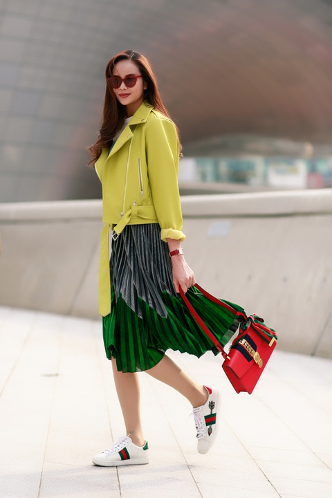 Sella Truong phoi do mau sac, noi bat tai Seoul Fashion Week hinh anh 1