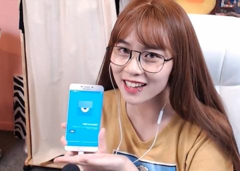 Trai nghiem streaming e-Sports bang Galaxy C9 Pro hinh anh