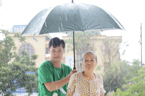 Nguoi dan Phu Tho doi mua di tam soat ung thu mien phi hinh anh