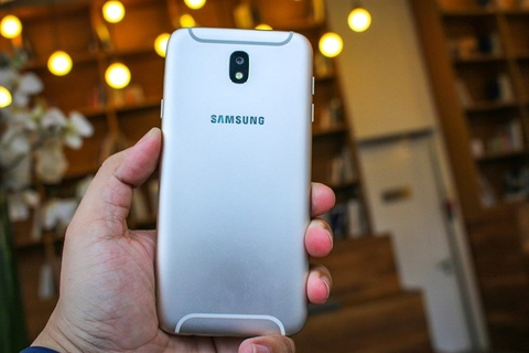 3 smartphone Samsung co them mau sac moi hinh anh
