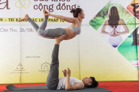 ngay hoi yoga hinh anh