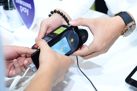 Samsung Pay o Viet Nam: Da den luc de the ATM o nha hinh anh