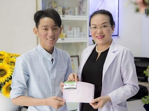 Dr. Hue giup nhieu sinh vien thoat khoi noi lo ve mun hinh anh