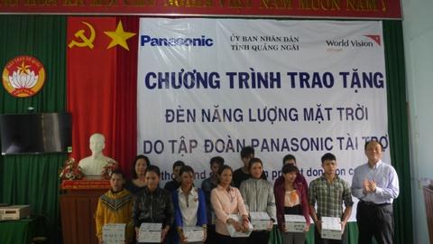 Panasonic tang 1.200 den nang luong mat troi cho nguoi dan mien Trung hinh anh