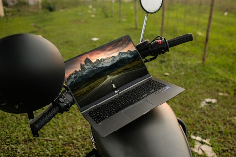 Laptop gon nhe cho nguoi tre me xe dich hinh anh 6