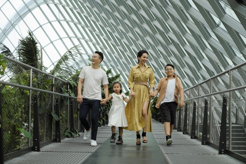 Theo chan gia dinh Hoang Bach kham pha Singapore hinh anh 1