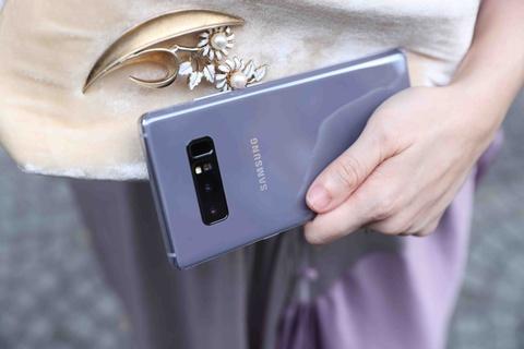 Galaxy Note 8 tim khoi: Dep nhu phu kien thoi trang hinh anh 8
