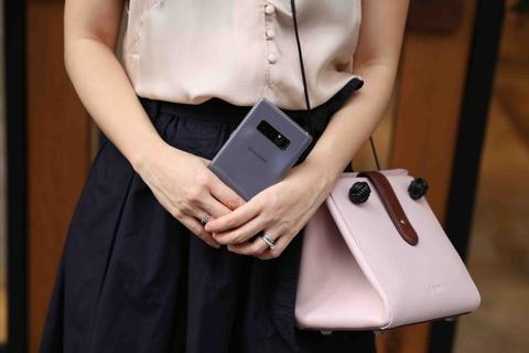 Galaxy Note 8 tim khoi: Dep nhu phu kien thoi trang hinh anh 2