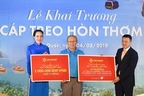 Sun Group trao thuong 1 ty dong cho doi tuyen U23 Viet Nam hinh anh